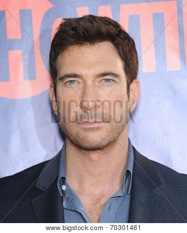 LOS ANGELES - JUL 17:  Dylan McDermott arrives to the CBS-CW-Showtime Summer TCA Press Tour 2014  on July7, 2014 in West Hollywood, CA.
