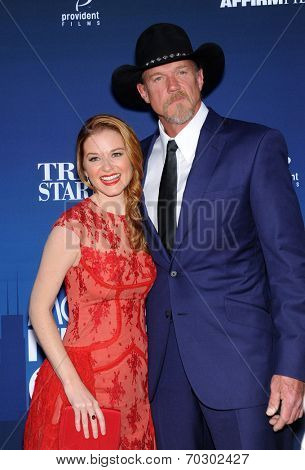 LOS ANGELES - APR 29:  Sarah Drew & Trace Adkins arrives to the