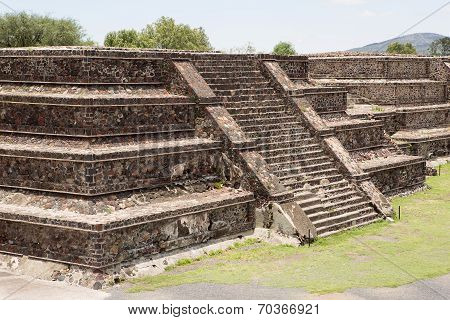 Flat Top Aztec Pyramid