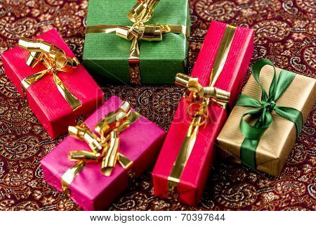 Five Single-Colored Gifts