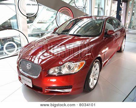 Novo carro de luxo da Jaguar em exposição