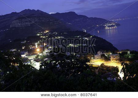 Costa de Amalfi en la noche