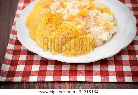 Rice Porridge With Apples