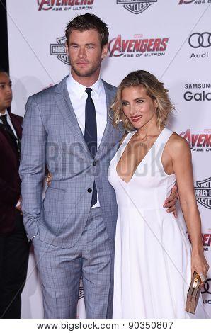 LOS ANGELES - APR 14:  Chris Hemsworth & Elsa Pataky arrives to the Marvel's