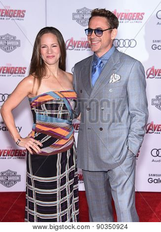 LOS ANGELES - APR 14:  Robert Downey Jr & Susan Downey arrives to the Marvel's
