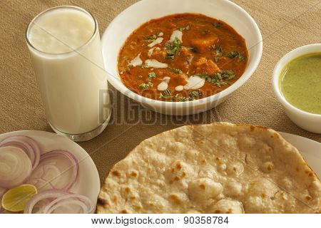 Panner butter masala with tandoori roti and sweet lassi