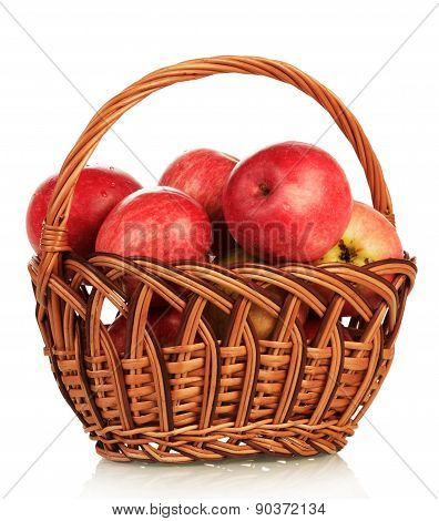 Basket with aples