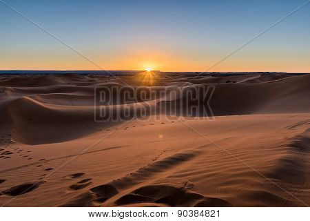 Sunrais In The Desert