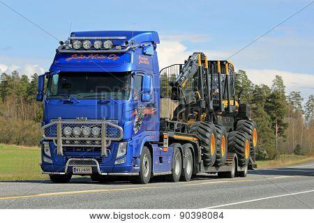Volvo FH Truck Hauls Ponsse Forest Harvester