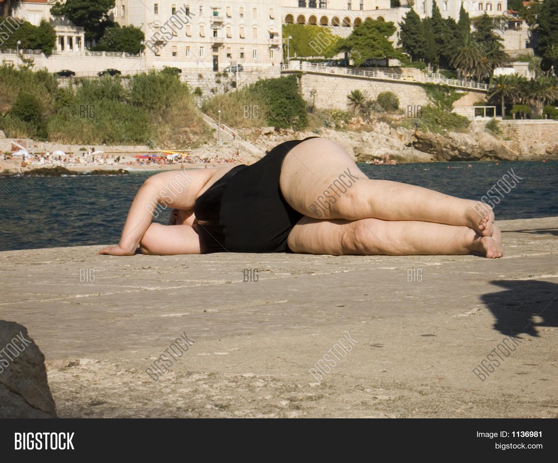 Спящие зрелые тетки, Качественное порно спящих зрелых женщин есть на 7 фотография