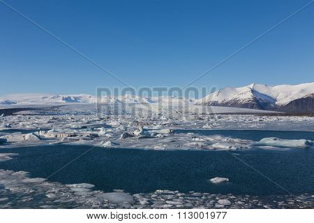 Jokulsarlon, Glacial lake with icebergs and mountain background