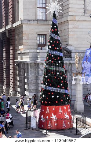 Christmas Tree in Perth: Streaming Messages