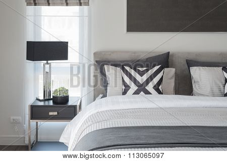 Black And White Modern Bedroom Style With Black Lamp