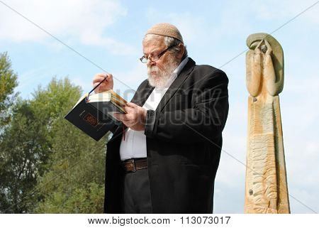 rabbi in front of the Terezin concentration camp monument