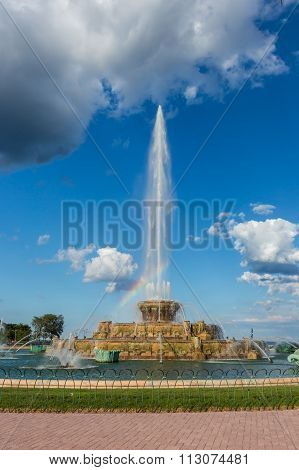 Buckingham Fountain And Rainbows In Grant Park, Chicago, Il