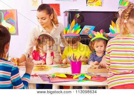 Teacher and group of kids in craft class