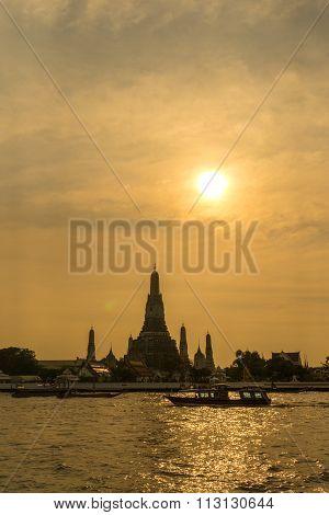Sunset over the temple, Wat Arun, Bangkok.