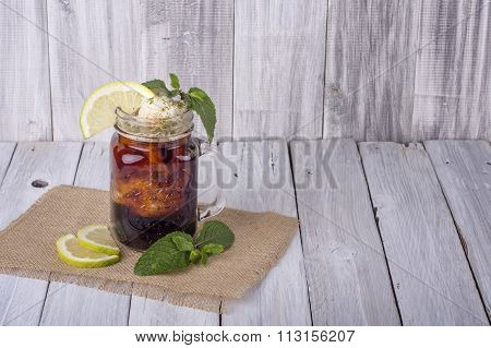 Iced Tea with Lemon & Mint