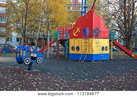 Layouts, ship and car on the Playground