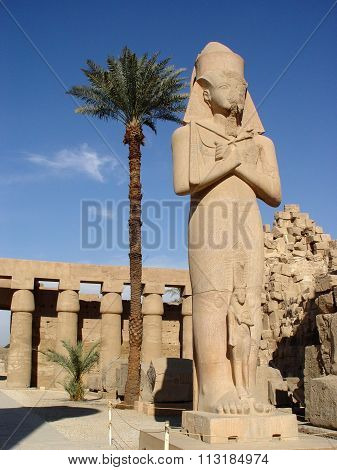 Statue Of Ramses Ii And Nefertari