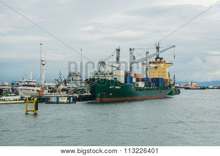 LABUAN FT, MALAYSIA - DEC 26, 2015 : The container vessel is loaded and unloaded at  Labuan port in