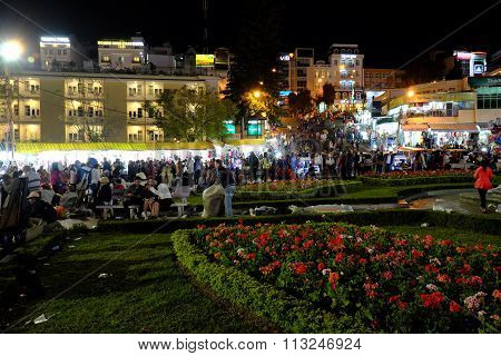 Crowded, Dalat Night Market, Marketplace, Shopping