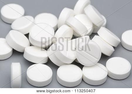 Heap of white round tablets medical