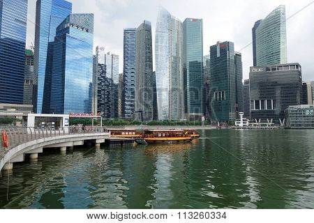 Tourist Boat Approaches The Raffles Landing Site In Singapore
