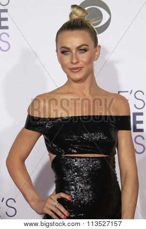 LOS ANGELES - JAN 6:  Julianne Hough at the Peoples Choice Awards 2016 - Arrivals at the Microsoft Theatre L.A. Live on January 6, 2016 in Los Angeles, CA