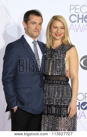 LOS ANGELES - JAN 6:  Claire Danes, Hugh Dancy at the Peoples Choice Awards 2016 - Arrivals at the Microsoft Theatre L.A. Live on January 6, 2016 in Los Angeles, CA