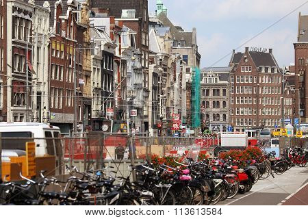 Amsterdam, The Netherlands - August 19, 2015: Rokin Street With Row Of Shops; Restaurants And Dam Sq
