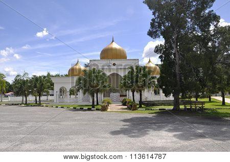 Seri Menanti Royal Tomb beside the Tuanku Munawir Royal Mosue