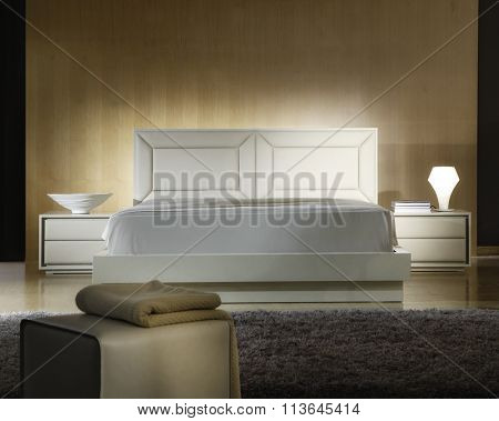 ATMOSPHERIC BEDROOM INTERIOR . WHITE LEATHER BED .