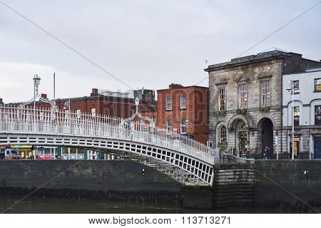 DUBLIN, IRELAND - JANUARY 05: Side view of Ha'penny Bridge over Liffey river. The bridge is the main access point to the touristic area of Temple Bar. January 05, 2016 in Dublin