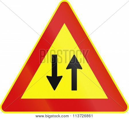 Road Sign Used In Italy - Traffic In Both Directions - Temporary