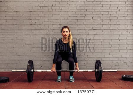 Girl athlete in starting position deadlift