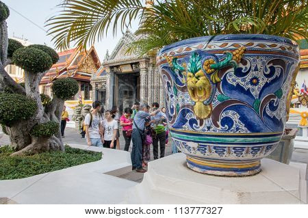 Bangkok - December 25: Tourists Traveling To The Palace And Wat Phra Kaew On December 25, 2015 In Ba