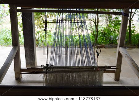 wooden hand loom spin cotton