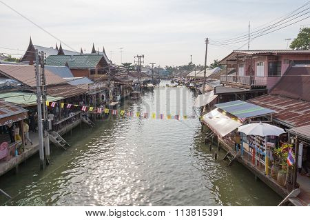 Amphawa floating market in the evening