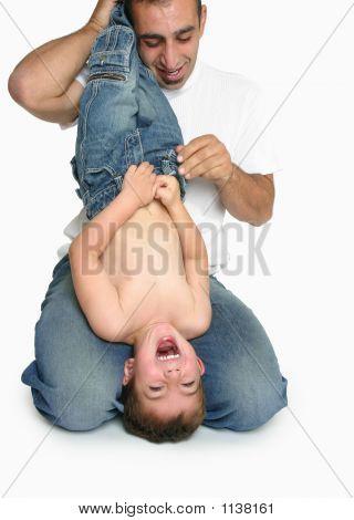 Diversión y risas con papá