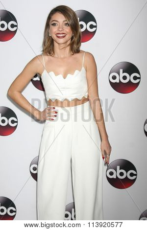 LOS ANGELES - JAN 9:  Sarah Hyland at the Disney ABC TV 2016 TCA Party at the The Langham Huntington Hotel on January 9, 2016 in Pasadena, CA