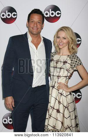 LOS ANGELES - JAN 9:  Josh Hopkins, Johanna Brady at the Disney ABC TV 2016 TCA Party at the The Langham Huntington Hotel on January 9, 2016 in Pasadena, CA