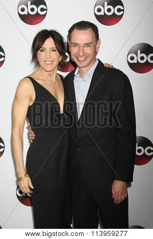 LOS ANGELES - JAN 9:  Felicity Huffman, Paul Lee at the Disney ABC TV 2016 TCA Party at the The Langham Huntington Hotel on January 9, 2016 in Pasadena, CA
