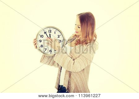 Woman changes clock leads.