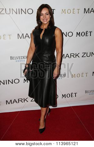 LOS ANGELES - JAN 7:  Lisa Robertson at the Mark Zunino Atelier Opening at the Mark Zunino Atelier Boutique on January 7, 2016 in Beverly Hills, CA