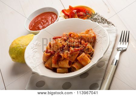 pasta with capsicum thymus and grated lemon peel