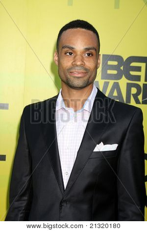 LOS ANGELES - JUN 25:  Bilal arriving at the 5th Annual Pre-BET Dinner at Book Bindery on June 25, 2004 in Beverly Hills, CA