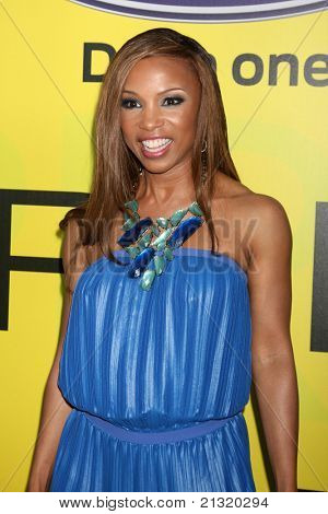 LOS ANGELES - JUN 25:  Elise Neal arriving at the 5th Annual Pre-BET Dinner at Book Bindery on June 25, 2004 in Beverly Hills, CA
