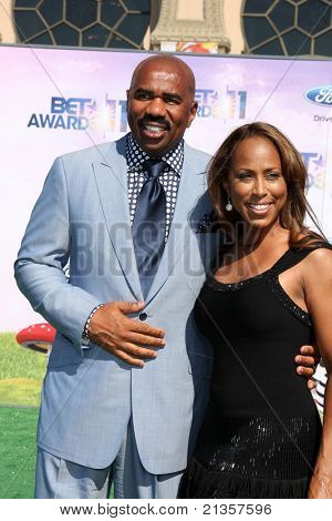 LOS ANGELES - JUN 26:  Steve Harvey & Wife arriving at the 11th Annual BET Awards at Shrine Auditorium on June 26, 2004 in Los Angeles, CA
