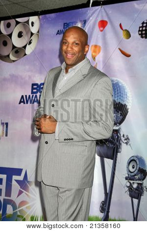 LOS ANGELES - JUN 26:  Donnie McClurkin in the Press Room at the 11th Annual BET Awards at Shrine Auditorium on June 26, 2011 in Los Angeles, CA